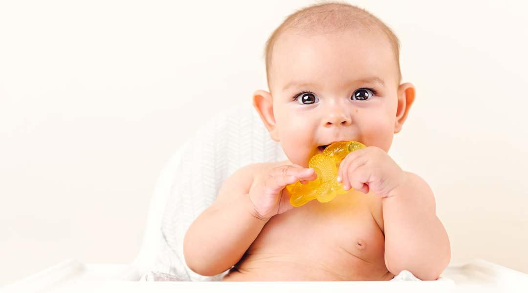 Calendario dentizione neonati e trucchi vari per alleviare il dolore